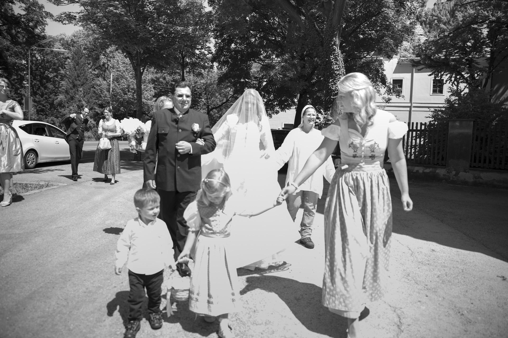 www.dieElfe.com_Hochzeitsfotograf_Schloss_Laudon_Kirche_Maria_Brunn_wedding_photography-22